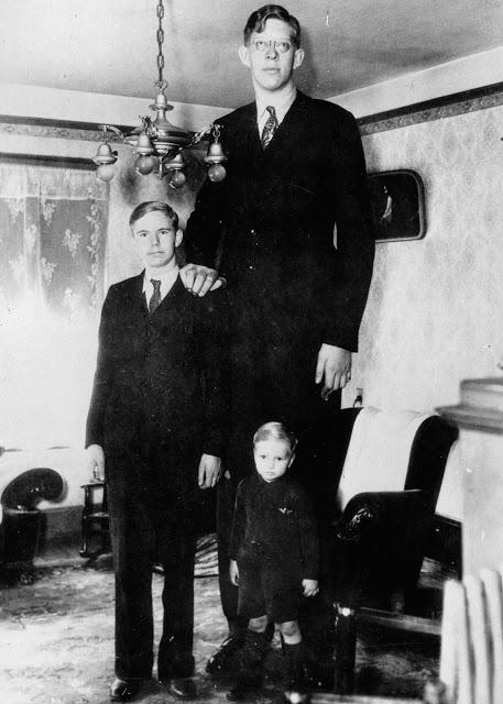 Ảnh hiếm về cuộc sống thường ngày của người đàn ông cao nhất lịch sử - Hình 9