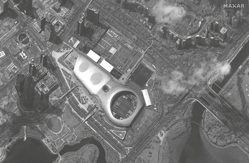 Ảnh vệ tinh: Trung Quốc tập trung hàng trăm xe quân sự gần Hong Kong? - Hình 2