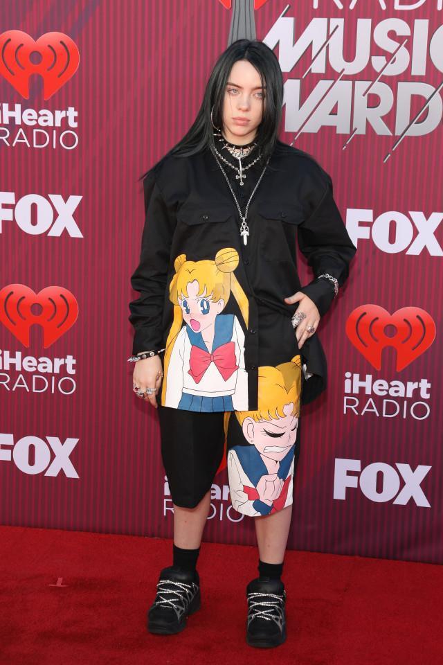 Billie Eilish - hiện tượng âm nhạc có gu thời trang dị mà chất - Hình 7