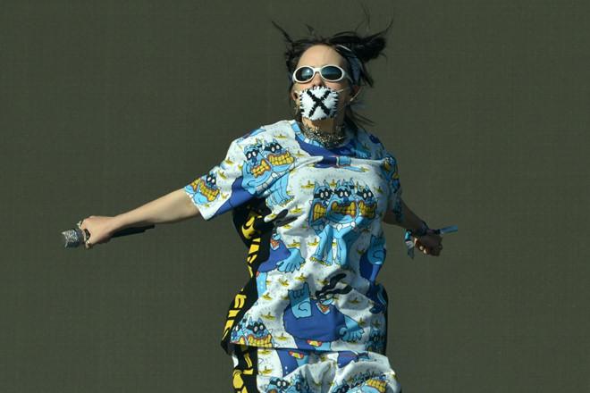 Billie Eilish - hiện tượng âm nhạc có gu thời trang dị mà chất - Hình 10