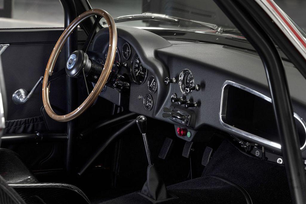 Bộ đôi cực phẩm Aston Martin DB4 GT Zagato và DBS GT Zagato chính thức được sản xuất thương mại - Hình 5
