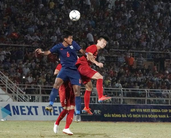 CĐV Việt Nam: Các cầu thủ trẻ đá không tệ, lỗi hoàn toàn là ở HLV Hoàng Anh Tuấn - Hình 2