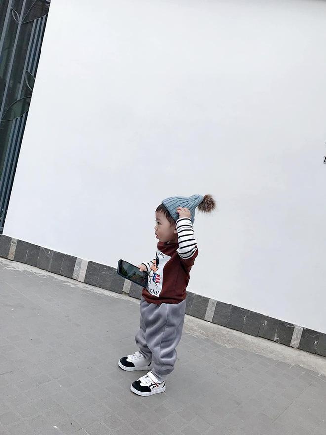Check-in toàn những điểm hot ở Đà Lạt nhưng biểu cảm ngơ ngác của em bé này mới chính là điều khiến dân mạng thích thú - Hình 11