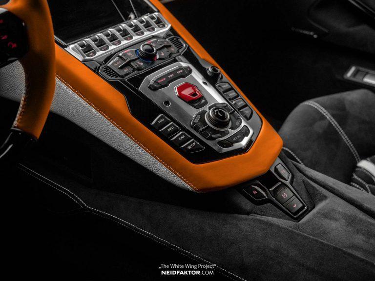 Chi 1 tỷ đồng để độ lại nội thất của Lamborghini Aventador - Hình 2