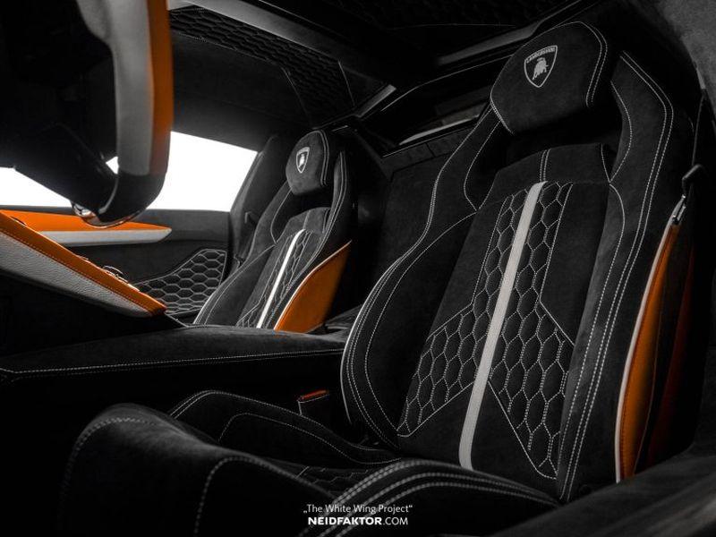 Để tùy chỉnh nội thất của chiếc Lamborghini Aventador, chủ xe phải tốn thêm gần 1 tỷ VNĐ - Hình 2