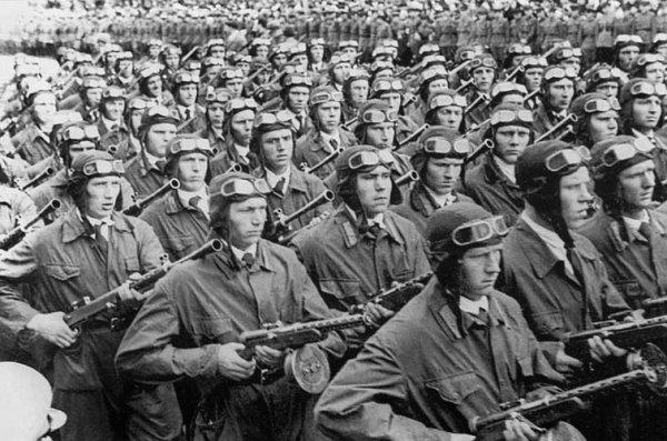 Điều gì xảy ra nếu trùm phát xít Hitler không mắc sai lầm lớn nhất là đánh Liên Xô? - Hình 5