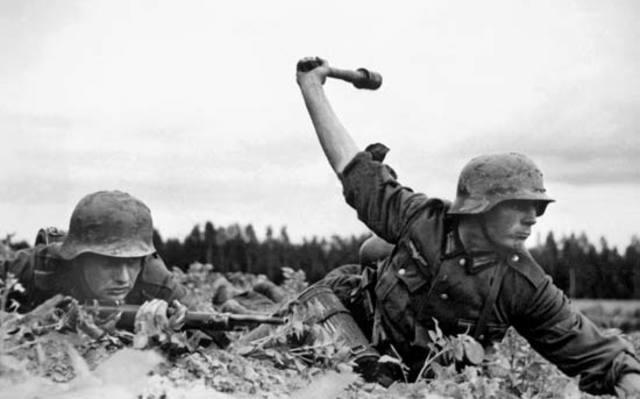 Điều gì xảy ra nếu trùm phát xít Hitler không mắc sai lầm lớn nhất là đánh Liên Xô? - Hình 2
