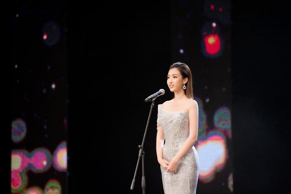 Hoa hậu Đỗ Mỹ Linh mặc đẹp tựa nữ thần, phớt lờ ồn ào bủa vây? - Hình 5