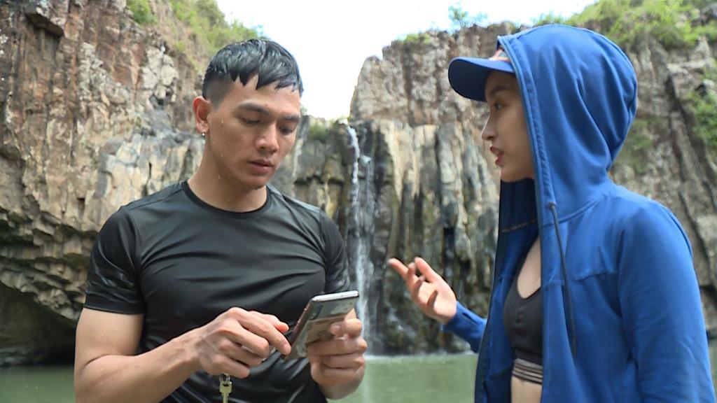 Hoa hậu Đỗ Mỹ Linh mặc đẹp tựa nữ thần, phớt lờ ồn ào bủa vây? - Hình 8