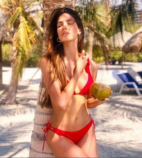 Hoàng Thùy và dàn mỹ nhân thi Miss Universe 2019 diện bikini: Ai bốc lửa hơn? - Hình 37