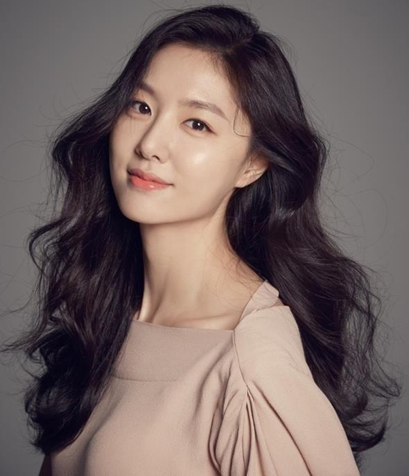 Hyun Bin - Son Ye Jin hóa tiên đồng ngọc nữ tại buổi đọc kịch bản Loves Crash Landing - Hình 5
