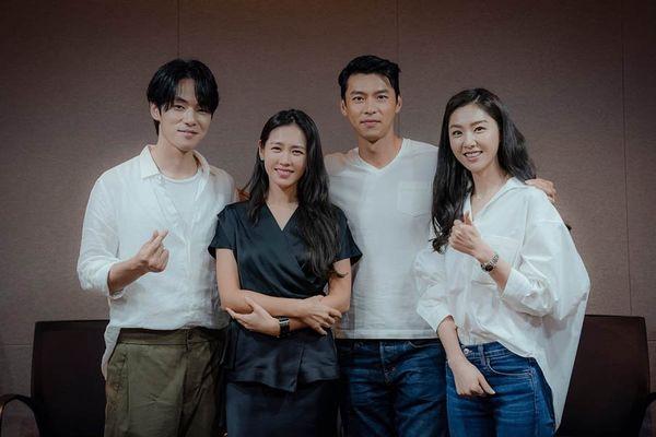 Hyun Bin - Son Ye Jin hóa tiên đồng ngọc nữ tại buổi đọc kịch bản Loves Crash Landing - Hình 1