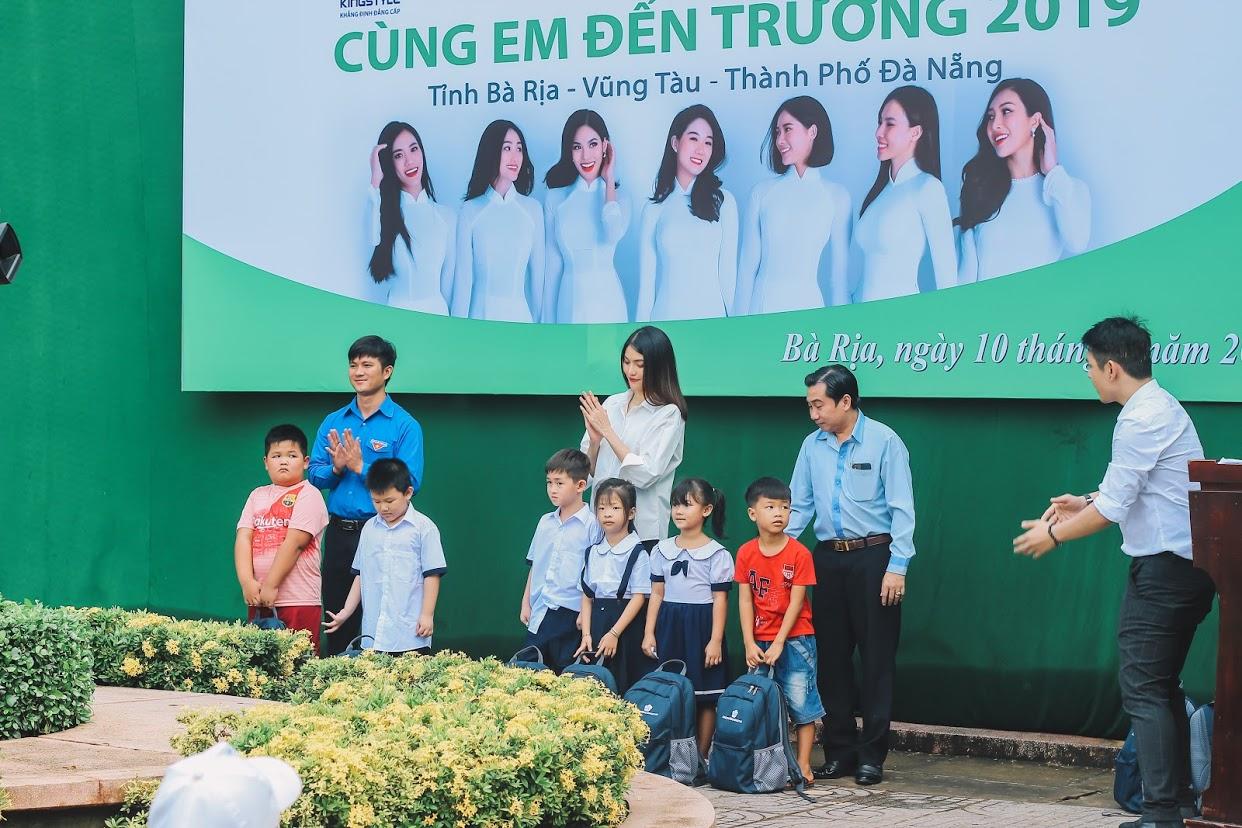 Mang bầu ở tháng thứ 6, Lan Khuê được ông xã đại gia tháp tùng đi làm từ thiện - Hình 7