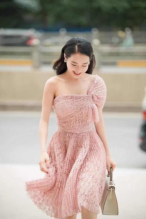 Mẹ một con nào như Nhã Phương, diện một chiếc váy cũng đủ khiến fan đứ đừ vì quá đẹp! - Hình 8
