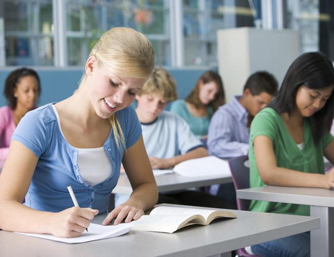 Nghỉ hè, học sinh ngày càng học nhiều hơn chơi - Hình 1