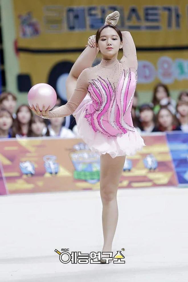 Những khoảnh khắc khoe sắc gây bão tại Đại hội thể thao idol: Người vụt sáng sau 1 đêm, kẻ bị ném đá vì xuống sắc - Hình 18
