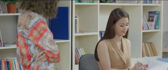 Những nhân viên gương mẫu - Tập 2: Giữa giờ làm việc, Liên (Thu Trang) bị mẹ chồng bắt gặp đi với nhân tình - Hình 5