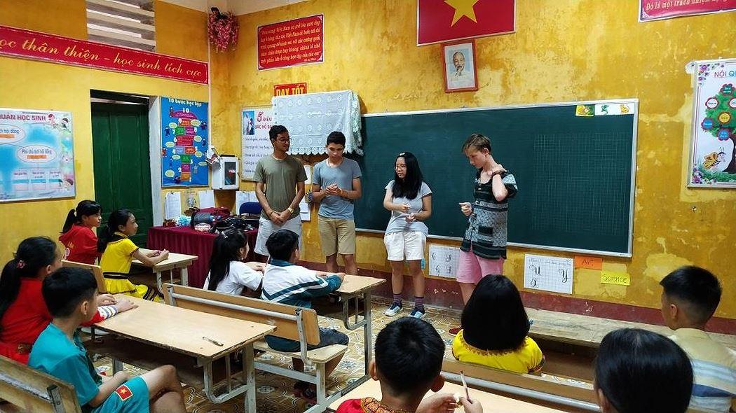 Nữ tỷ phú Việt và cuộc trò chuyện cùng đoàn học sinh trường hoàng gia thế giới - Hình 3