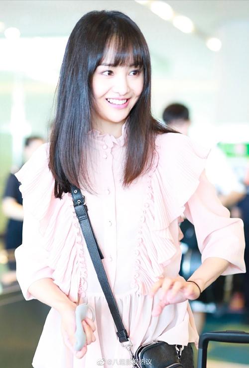 Qua thời lôi thôi, Trịnh Sảng lên đời thời trang sân bay - Hình 1