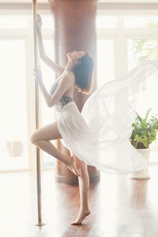 Sao Việt ngày 13/8: Lý Nhã Kỳ diện váy thêu chỉ vàng dự sinh nhật đại gia Ấn Độ - Hình 9
