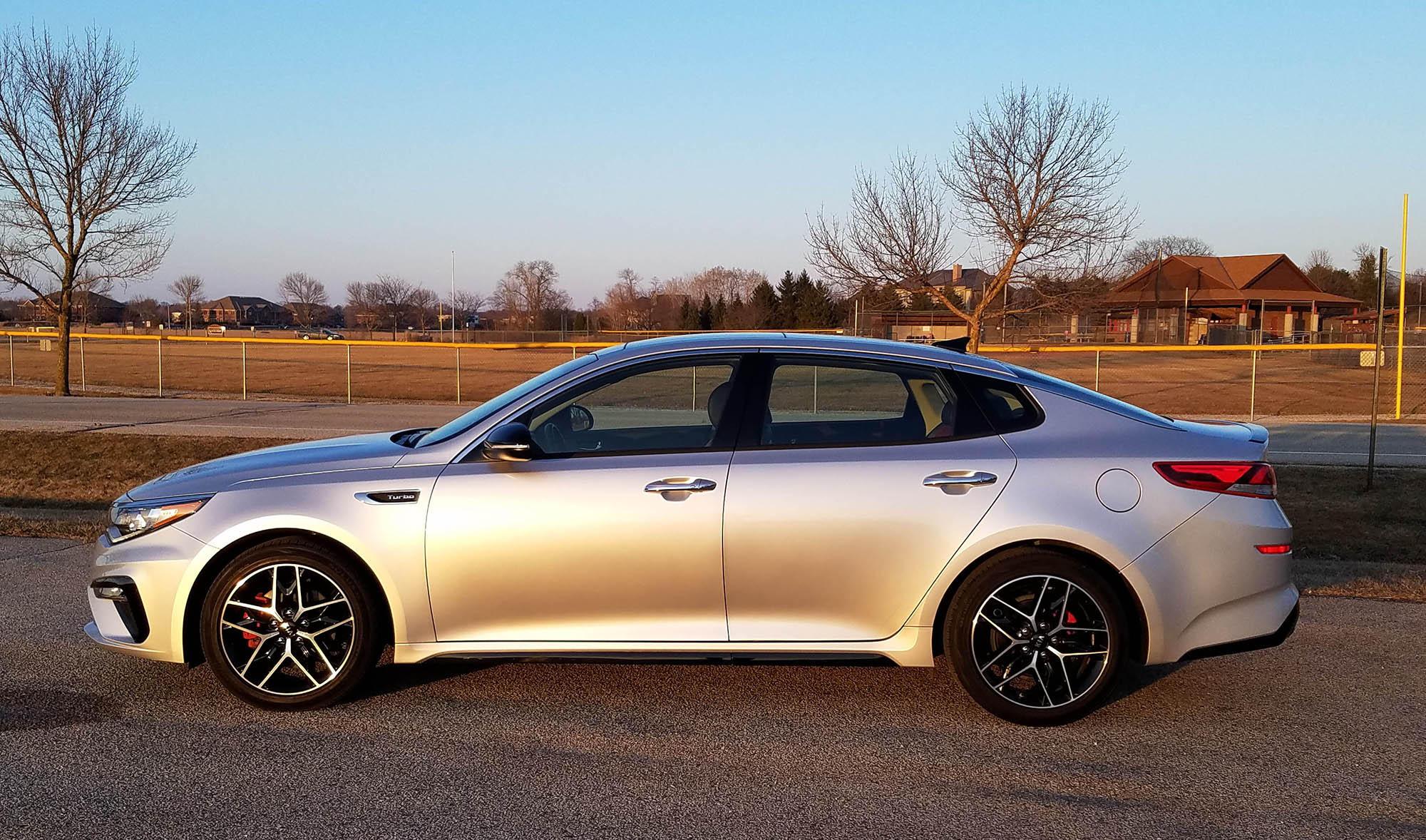 Top 10 ô tô sedan siêu tiết kiệm nhiên liệu - Hình 9