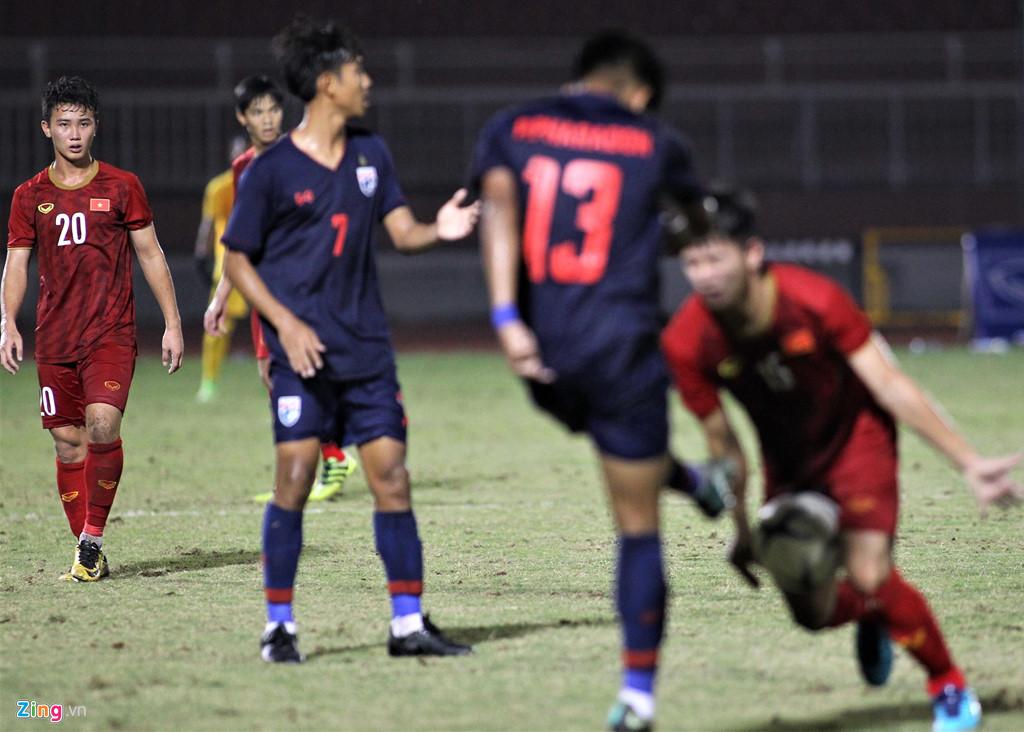 Trọng tài can thiệp để cầu thủ Việt Nam và Thái Lan không đánh nhau - Hình 3