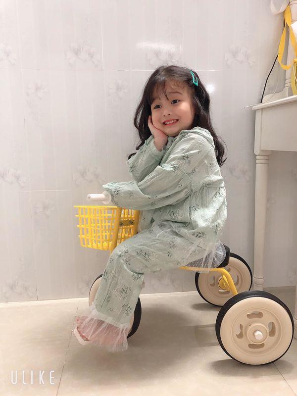 Bé gái 3 tuổi rưỡi tạo dáng check in Đà Lạt siêu dễ thương, khiến dân tình kháo nhau Đẻ con gái đi! - Hình 17