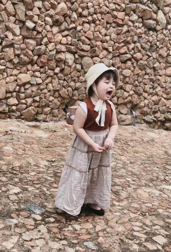Bé gái 3 tuổi rưỡi tạo dáng check in Đà Lạt siêu dễ thương, khiến dân tình kháo nhau Đẻ con gái đi! - Hình 3