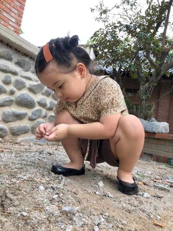 Bé gái 3 tuổi rưỡi tạo dáng check in Đà Lạt siêu dễ thương, khiến dân tình kháo nhau Đẻ con gái đi! - Hình 14