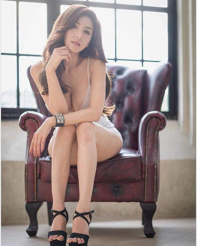 Gục ngã trước đôi gò bồng đảo xinh đẹp của cô nàng hot girl đa tài, đánh đàn cực hay - Hình 7