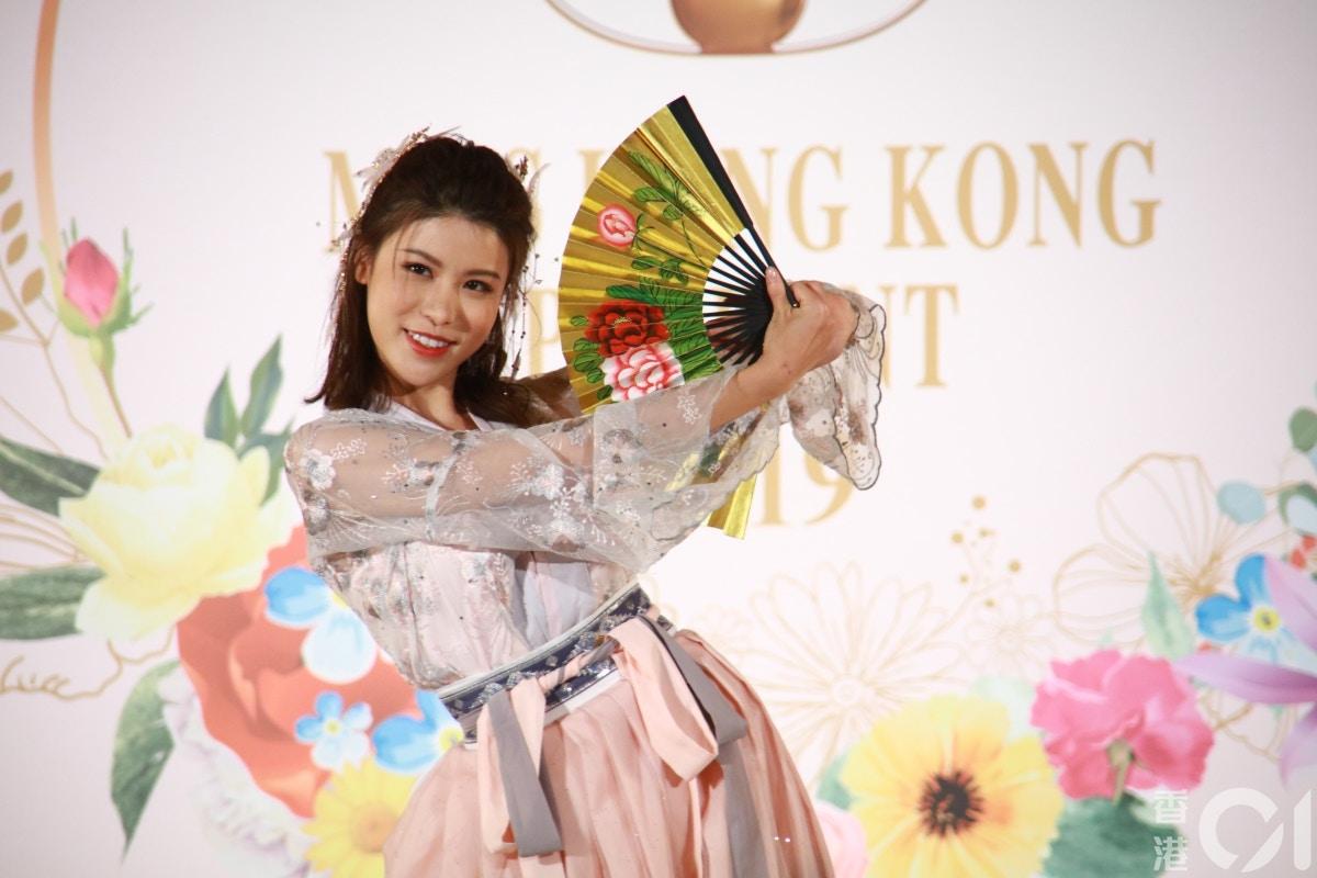 Top 10 Hoa hậu Hồng Kông gây tranh cãi, cộng đồng mạng phán hoa hậu mà trông già như mẹ - Hình 10