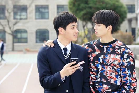 Từ chính tới phụ ai cũng đẹp xuất sắc, may quá Kim So Hyun đỡ phải gánh team nhan sắc cho Love Alarm! - Hình 13