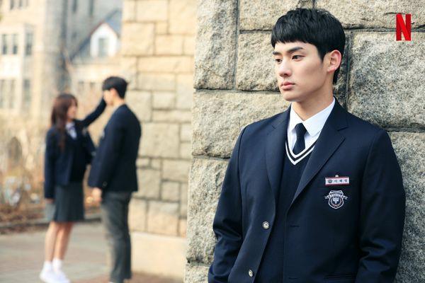 Từ chính tới phụ ai cũng đẹp xuất sắc, may quá Kim So Hyun đỡ phải gánh team nhan sắc cho Love Alarm! - Hình 15