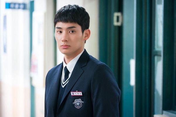 Từ chính tới phụ ai cũng đẹp xuất sắc, may quá Kim So Hyun đỡ phải gánh team nhan sắc cho Love Alarm! - Hình 10