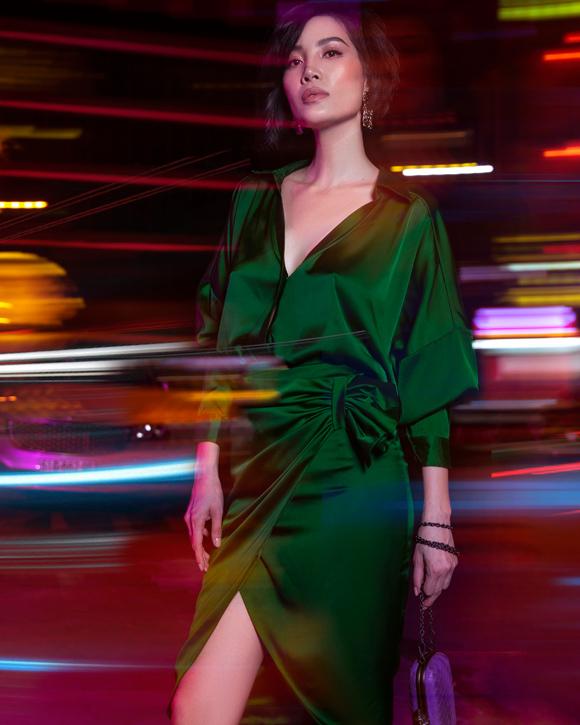 Vũ Cẩm Nhung mặc đồ sắc màu xuống phố - Hình 1