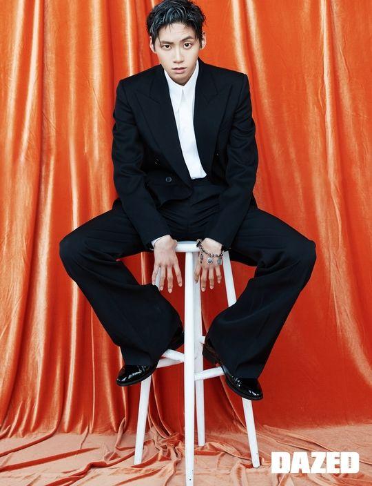 Ảnh tạp chí tháng 9: Lee Dong Wook khoe múi, áp đảo Lee Jin Hyuk (Produce X 101) và Kang Daniel - Hình 5