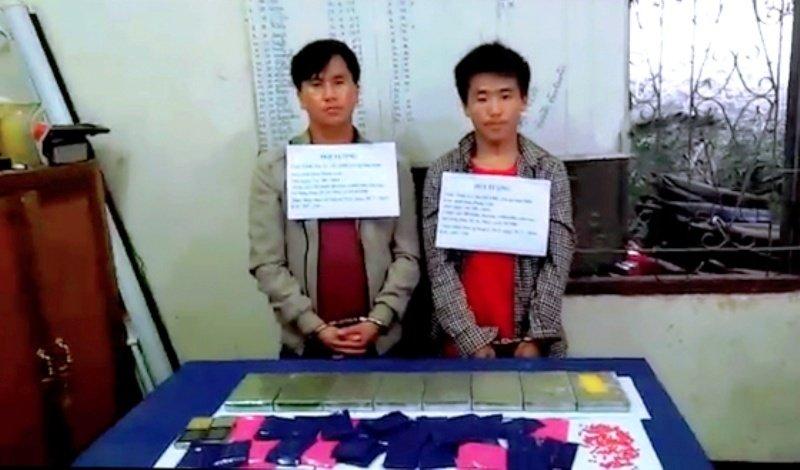 Bắt quả tang 2 đối tượng người Lào vận chuyển 8 bánh heroin, 6.000 viên ma túy - Hình 1