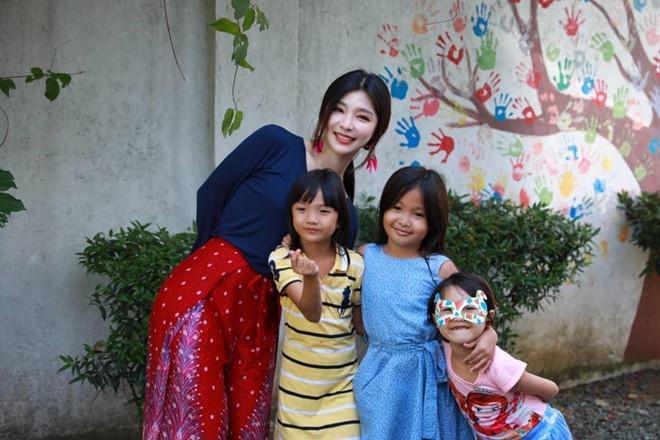 Các cô giáo xứ Hàn nhan sắc nổi bật, thân hình gợi cảm không kém idol - Hình 5