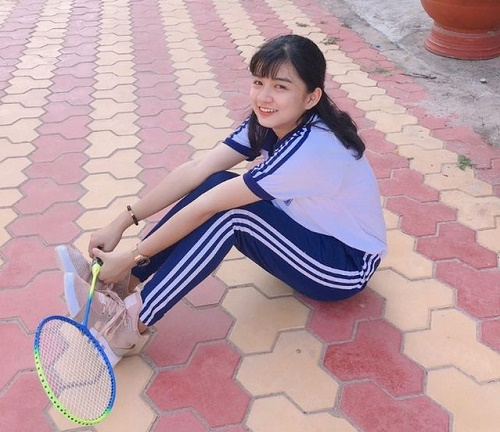 Chỉ một khoảnh khắc diện áo dài, nữ sinh Bình Thuận đã khiến dân mạng ngẩn ngơ thương nhớ - Hình 3