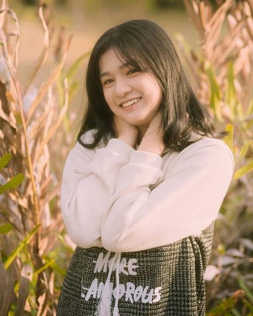 Chỉ một khoảnh khắc diện áo dài, nữ sinh Bình Thuận đã khiến dân mạng ngẩn ngơ thương nhớ - Hình 9