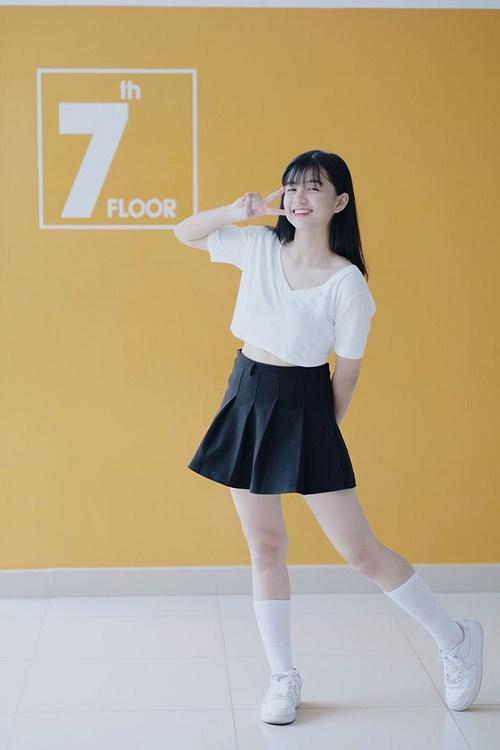 Chỉ một khoảnh khắc diện áo dài, nữ sinh Bình Thuận đã khiến dân mạng ngẩn ngơ thương nhớ - Hình 6
