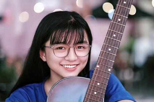 Chỉ một khoảnh khắc diện áo dài, nữ sinh Bình Thuận đã khiến dân mạng ngẩn ngơ thương nhớ - Hình 7