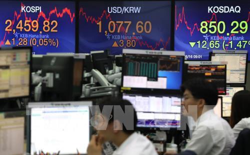 Chứng khoán châu Á bấp bênh do lo ngại chiến tranh thương mại Mỹ-Trung - Hình 1