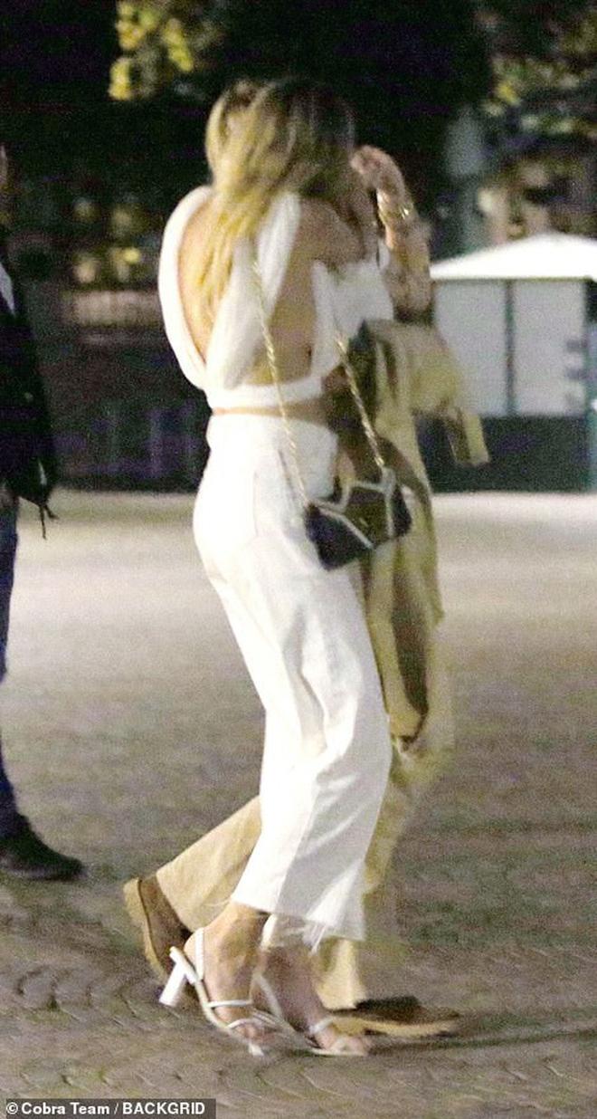 Động thái nhỏ nhưng gây bão từ bạn gái tin đồn của Miley Cyrus: Ngầm nhận mình mới đem lại hạnh phúc cho Miley? - Hình 2