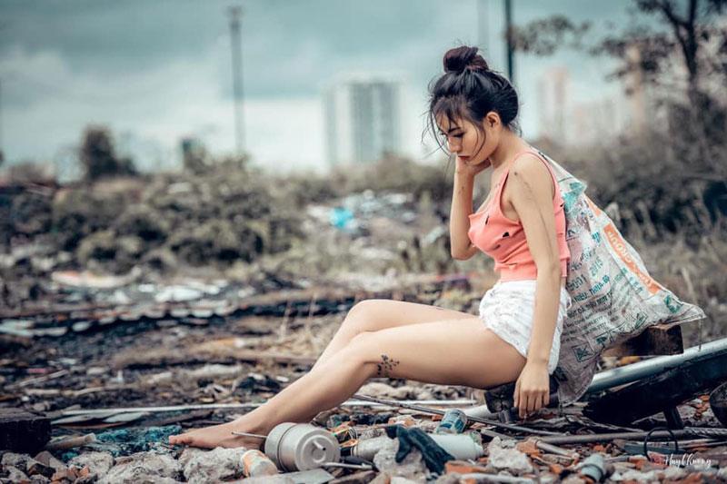 Gái xinh gợi cảm giả nghèo đi lụm rác bị dân tình giễu cợt khiếm nhã: Mình vui vì điều đó - Hình 3