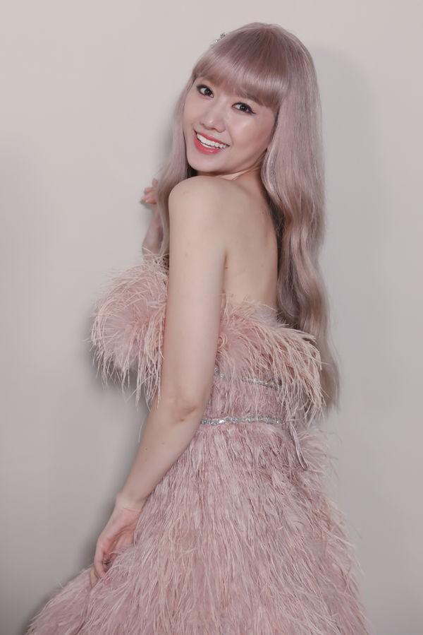 Hari Won trong MV mới chính là minh chứng: Màu tóc tẩy sáng chưa chắc đã giúp bạn xinh hơn tóc tối màu - Hình 4