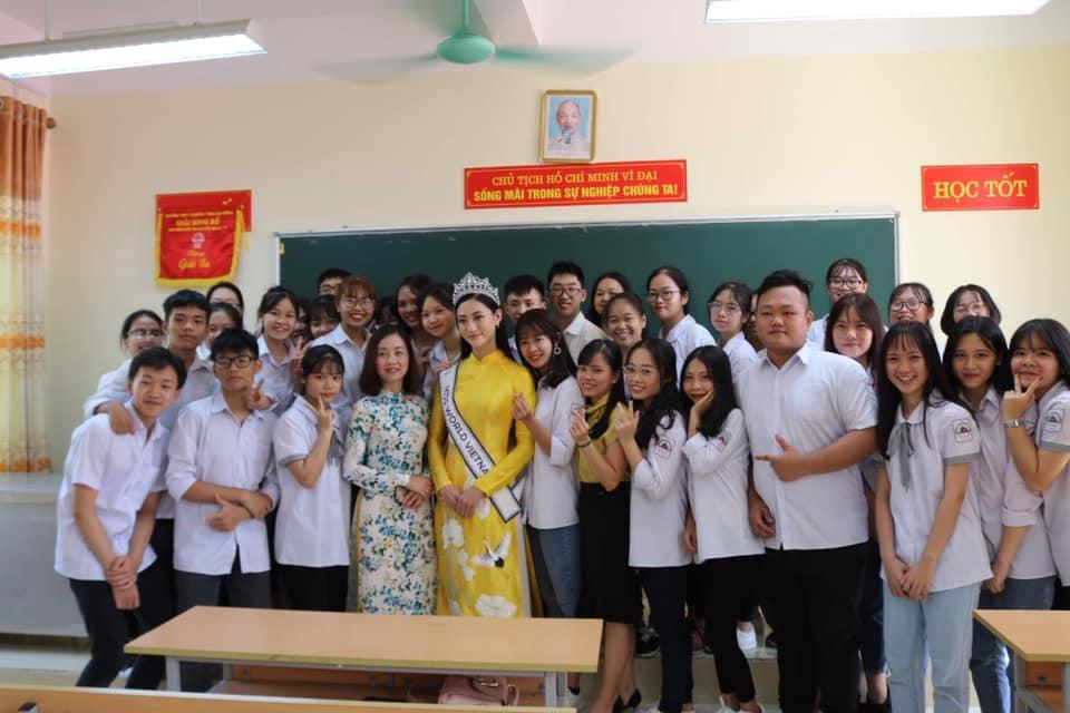 Hoa hậu Lương Thùy Linh về thăm trường cũ ở Cao Bằng sau đăng quang - Hình 3
