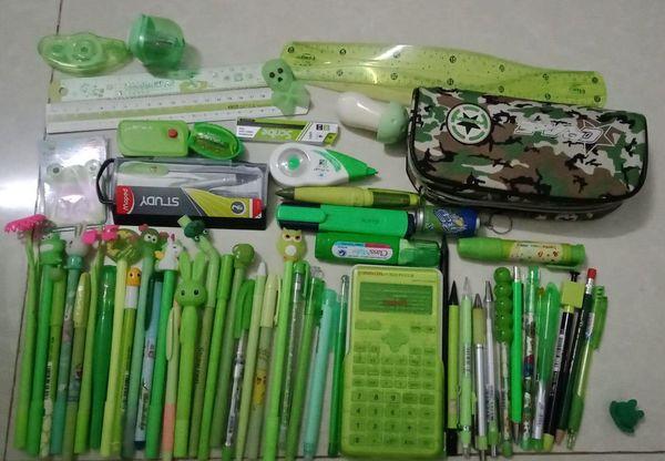 Hội rich kids rủ nhau khoe đồ dùng học tập: chẳng những bút thước nhiều vô kể mà còn phải đồng bộ màu sắc - Hình 1