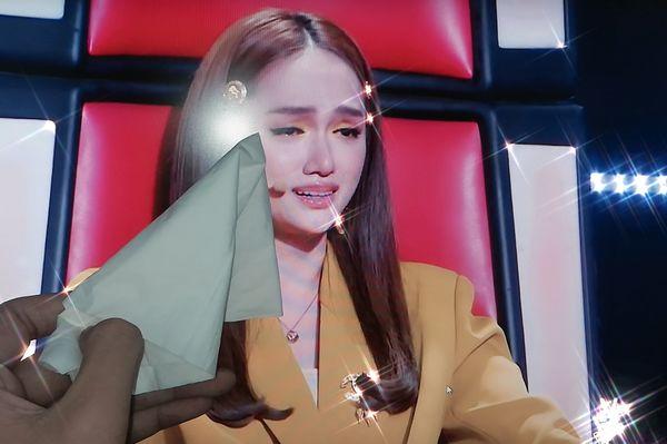 Hương Giang khóc nức nở vì phải loại trò cưng, fan The Voice Kids lầy lội lau nước mắt - Hình 2