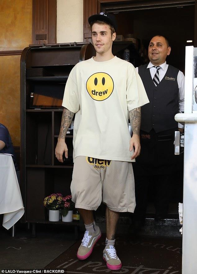 Justin Bieber và những lần bị chê lôi thôi, mặt đầy mụn - Hình 3